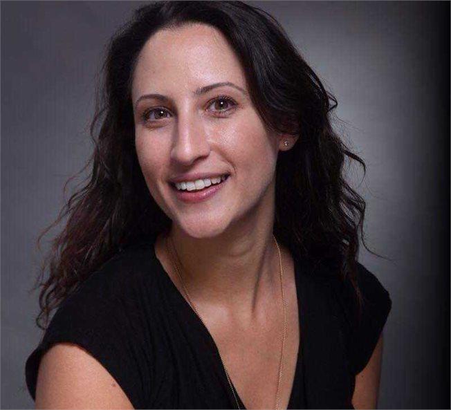 תמונה של הילה אלפריח, מנהלת שיווק